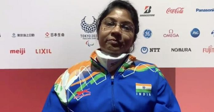 Indian paddler Bhavinaben Patel has booked her place in the knockout round in table tennis. She defeated Great Britain's Megan Shackleton of Great Britain to secure her spot.